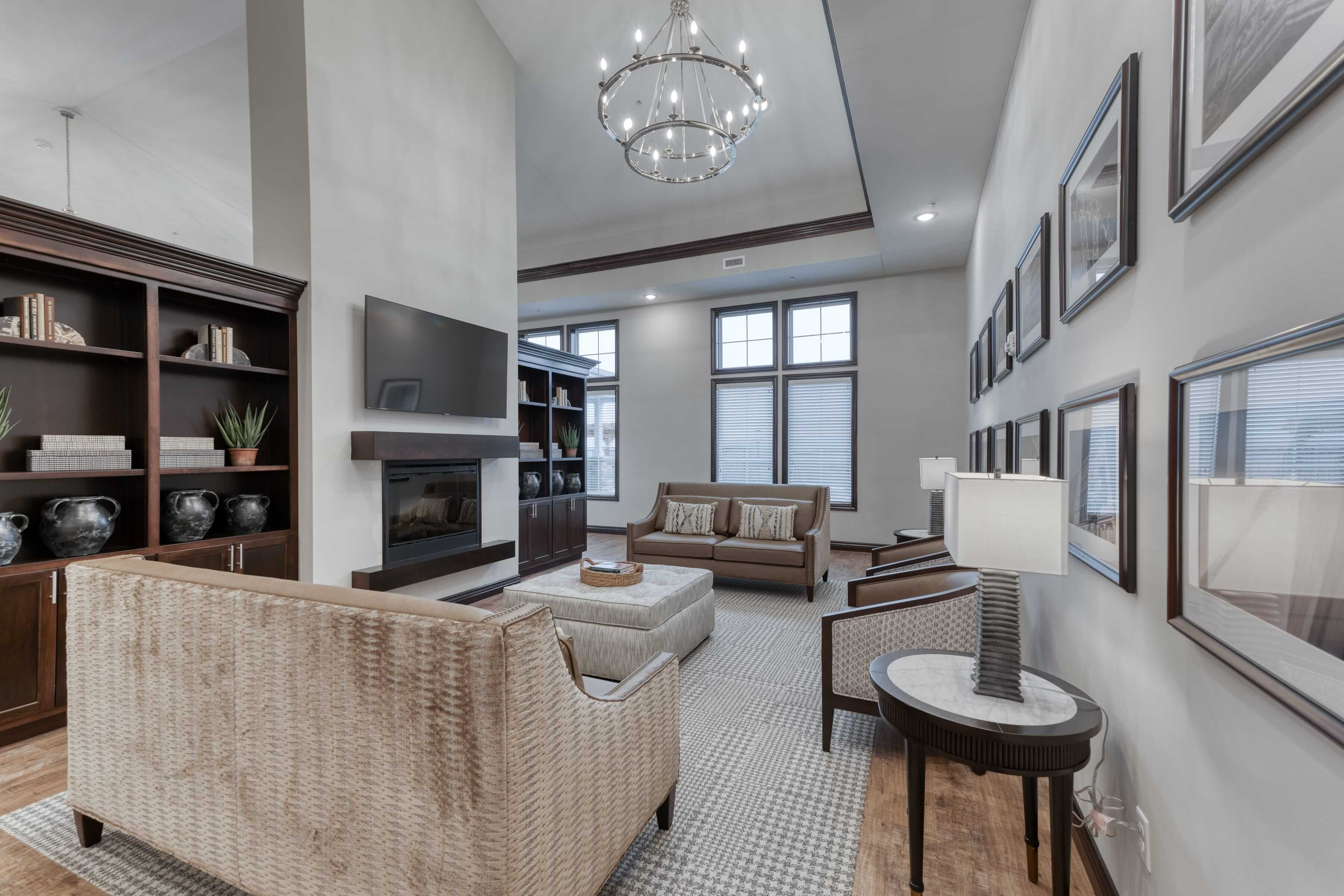 The open lobby of Cedarhurst Arnold provides a space for residents to socialize with each other and with guests